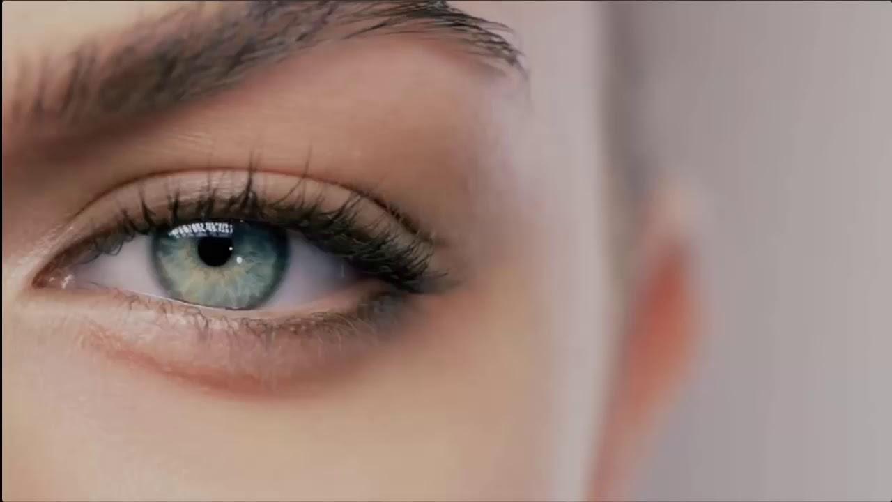 لون عين الطفل